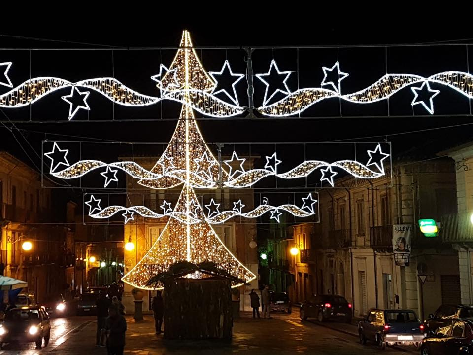 Illuminazione natalizia: illuminazione natalizia foto di piazza